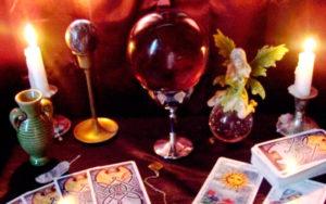 Как погадать с помощью колоды карт Таро