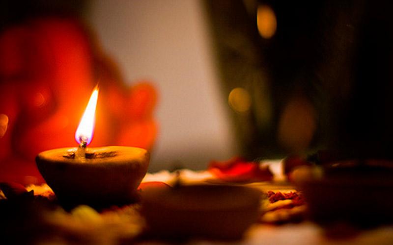 Активизация чакр с помощью огня свечи при медитации