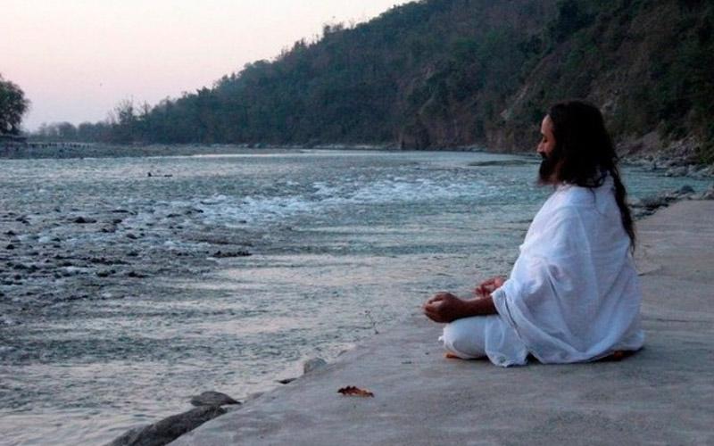 Практика молчания в школе Шри Шри Рави Шанкара