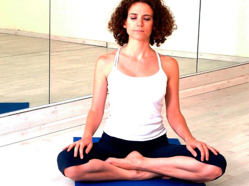Как научиться садиться в позу сиддха-йони-асана