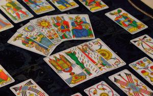 """Как разложить гадание """"Оракул любви"""" с помощью карт Таро"""
